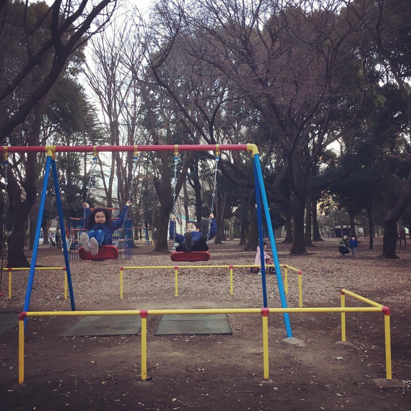 終わりは砧公園でちょっとだけ遊んで帰りました。良い天気の日曜日。さあ、帰って仕事の続きをしなければ〜