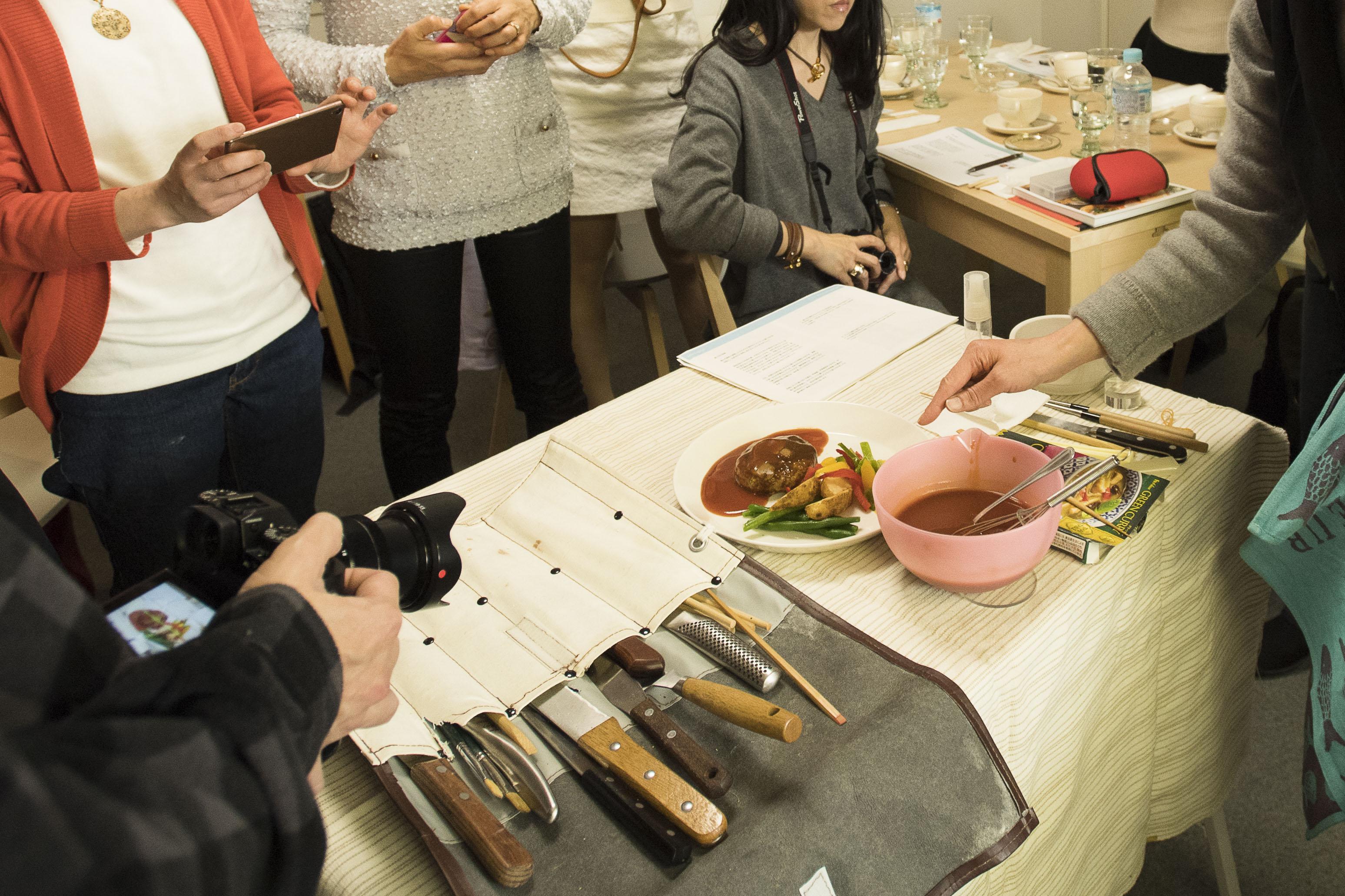 渡邊さんが実際に使っている道具を拝見させていただきました。スープの具材を浮かすには?