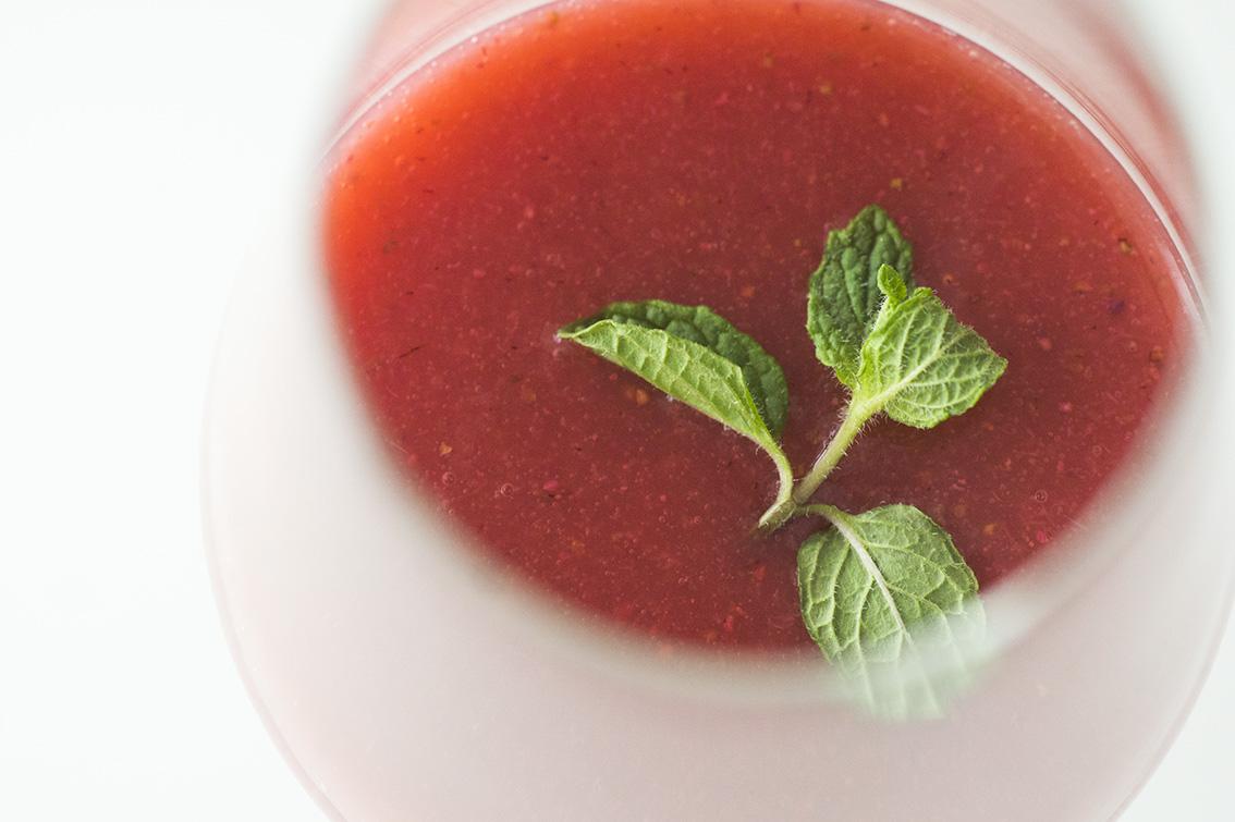 今回撮影のためにご用意いただいた苺のスムージー