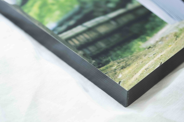 厚みもあり、木のテープが巻かれているもの作品ぽくて好きです。