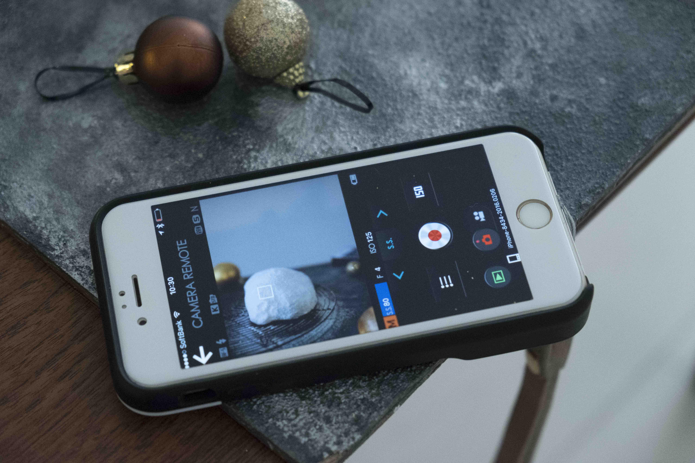 iPhoneの画面を見て