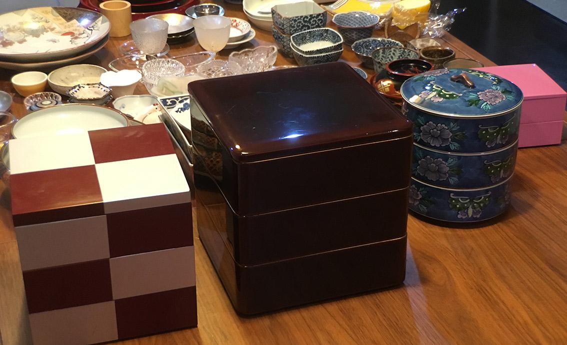 もちろん重箱も、漆から陶器までバリエーションが豊富です。参加いただいた方にはこれらに盛り付けをしていただきました。